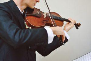 2 نظر متفاوت برای نوازندگی ویولن با دست چپ